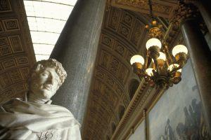 """Freddie Hansen Næstved Fotoklub """"Statue + lampe"""" Bedste essay"""
