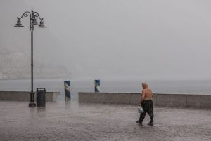 5023_Claus Carlsen_Rainy_weather_in_Limone_1