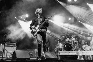 4011-Per-Soerensen-Jonas_Kragh_in_a_guitar_solo-