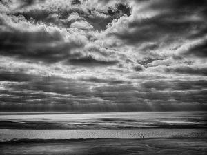 247-Tage-Christiansen-Tre_mennesker_p_en_strand-