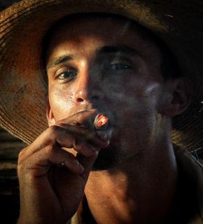 Cigarruller Cuba